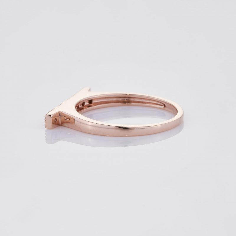 Line of fine Diamonds Ring 012